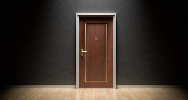 Dvere do bytu by mali byť v prvom rade bezpečné